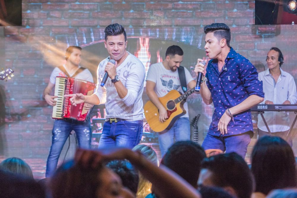 Dupla André Lucas e Thiago agita o final de semana em Curitiba
