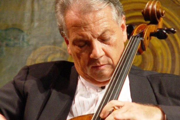 Violoncelista Antonio Del Claro apresenta repertório brasileiro na Caixa Cultural Curitiba