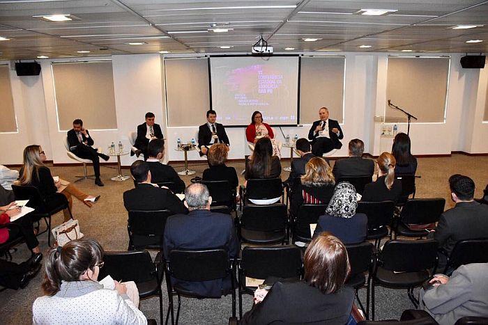 Alfredo Assis Gonçalves Neto aborda aspectos societários na advocacia em conferência da OAB Paraná