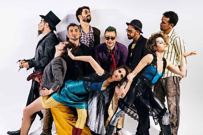 O Teatro Mágico lança novo trabalho em Curitiba
