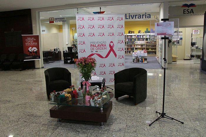 Exposição e cursos integram agenda do Outubro Rosa no Edifício Maringá