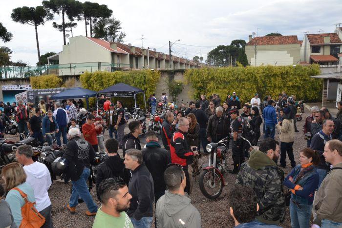 Domingo é dia de encontro de motociclistas e suas máquinas antigas