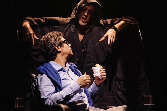 Caixa Cultural traz Grupo Parlapatões com a peça Até Que Deus é Um Ventilador de Teto