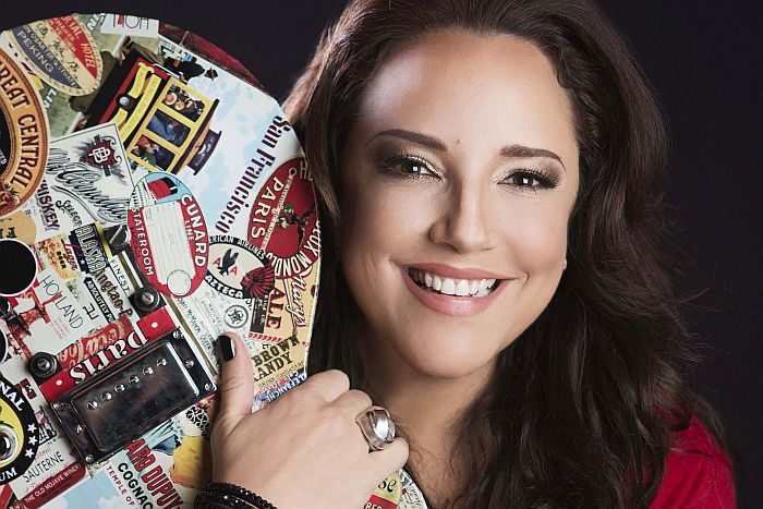 Ana Carolina volta ao Teatro Guaíra para apresentar os maiores sucessos da carreira
