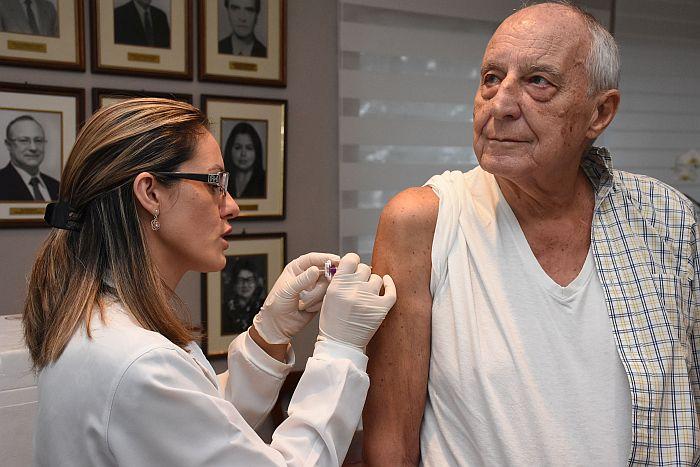 Campanha da APEP imuniza 101 pessoas contra a gripe