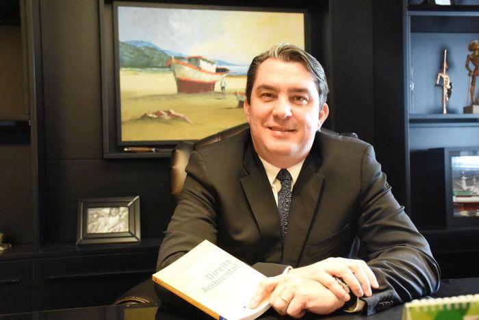 ESIC Curitiba entrega o 13º Prêmio Áster ao advogado Fabiano Neves