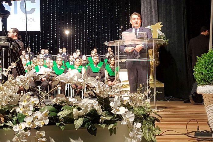 Advogado Fabiano Neves recebe o Prêmio Áster concedido pela ESIC Curitiba