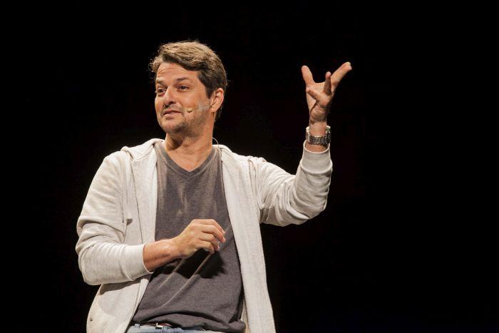 Marcelo Serrado traz a peça