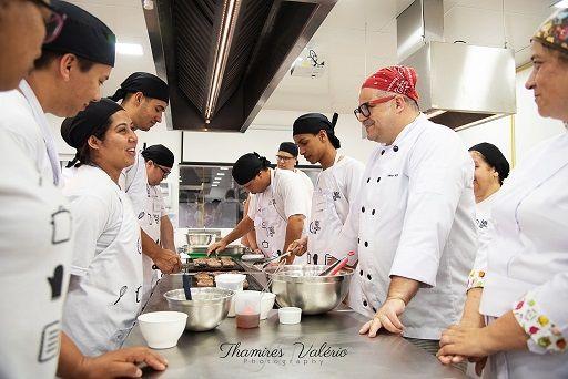 Curso gratuito de cozinheiro profissional está com vagas abertas