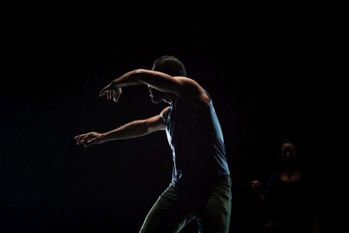 Balé Teatro Guaíra estreia espetáculo internacional em Curitiba