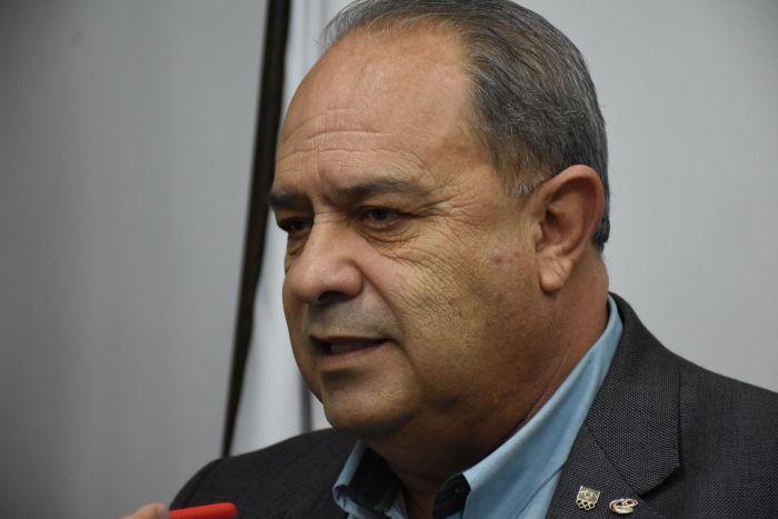 Câmara presta homenagem ao presidente do CREF9/PR