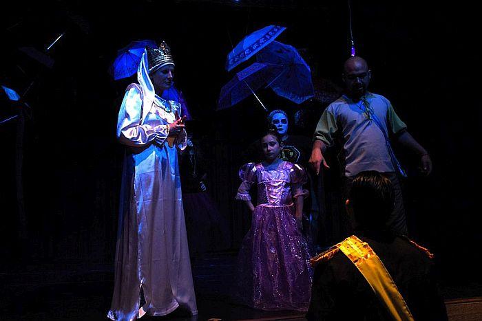 Grupo de teatro da CAA-PR estreou espetáculo infantil no Teatro Paulo Autran