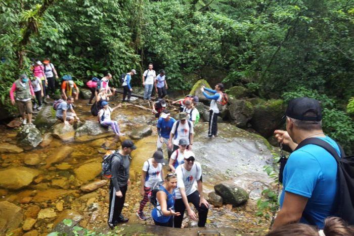 Corrida Legal leva atletas para fazer caminhada em trilhas da Serra do Mar