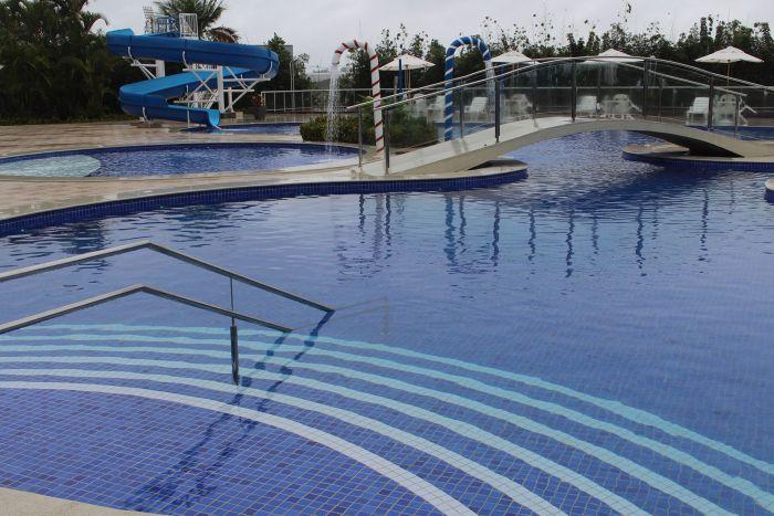 Camboa de Paranaguá inaugura a maior piscina em hotel do Litoral do Paraná