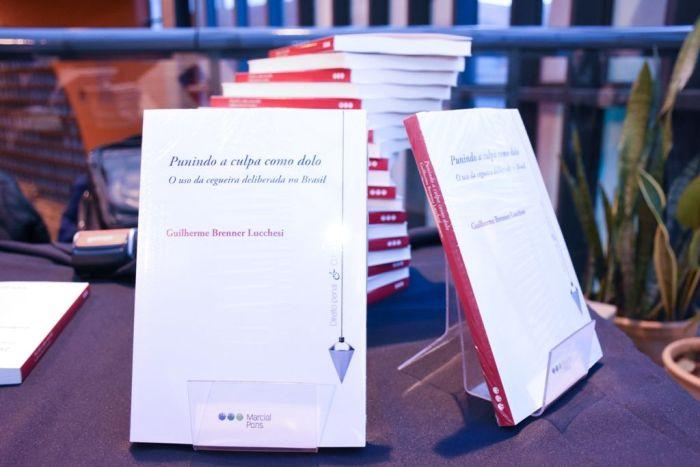 Professor Lucchesi apresenta livro no Instituto de Estudos Culturalistas em Canela