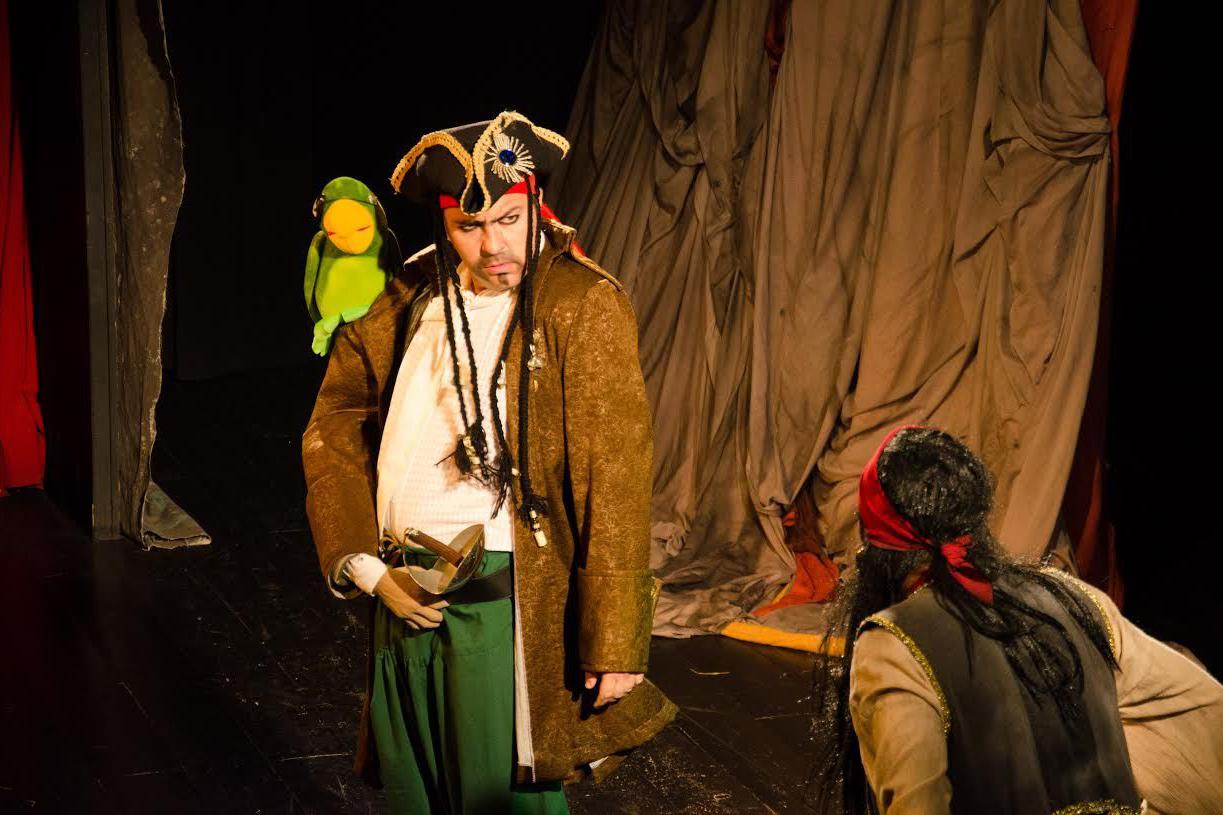 Brinquedos valem ingressos de R$ 10,00 para peça no Teatro Fernanda Montenegro