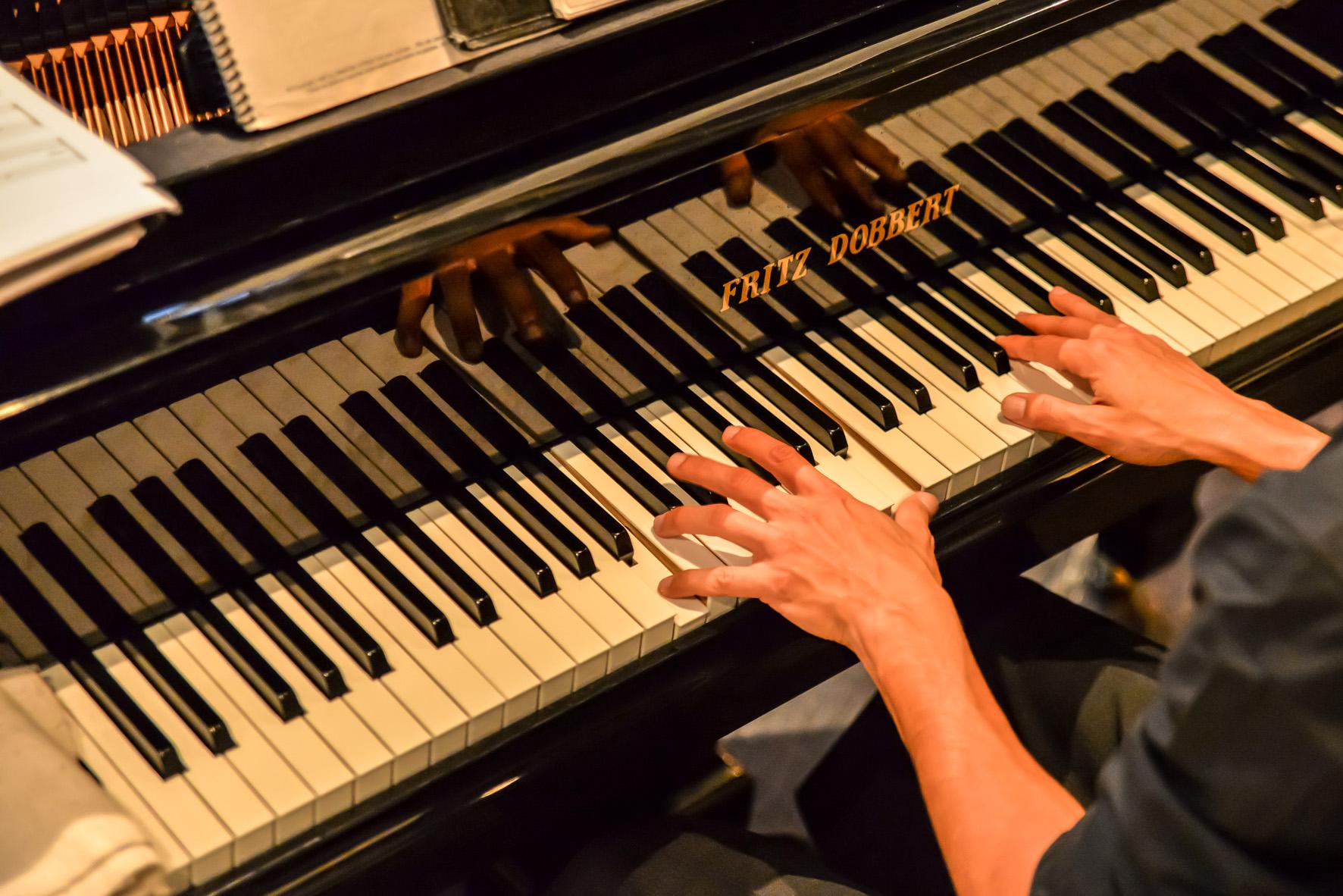Shopping Curitiba tem apresentações de piano gratuitas