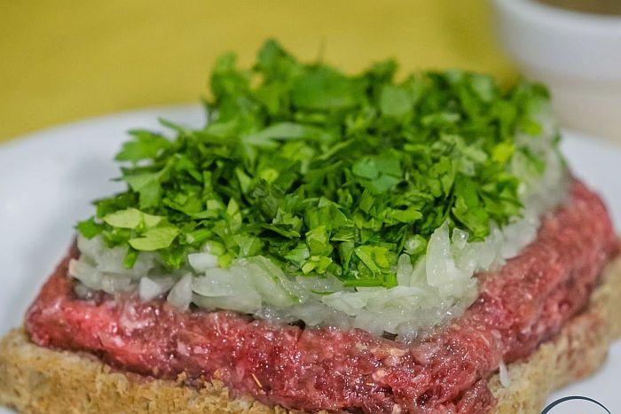 """""""Típica dos botecos"""", carne de onça vira patrimônio de Curitiba"""