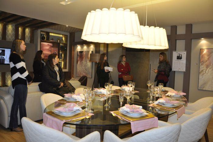 Diretoras da ABD-PR coordenam visita de designers de interiores a Casa Cor Paraná