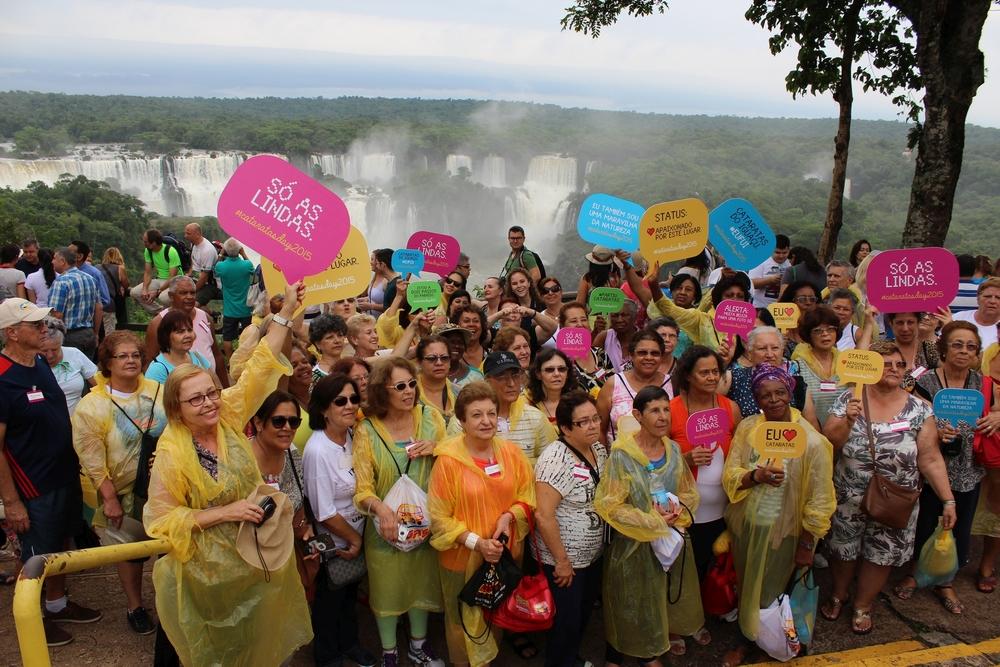 Cataratas do Iguaçu servem de cenário para recorde de selfies