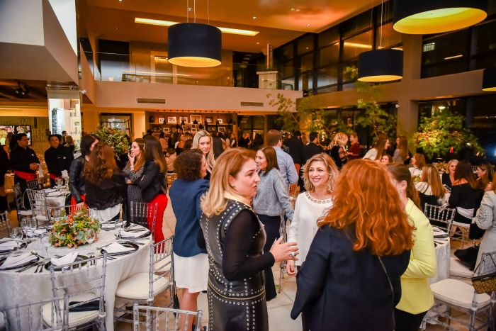 Clube Curitibano encerra curso de etiqueta com jantar especial