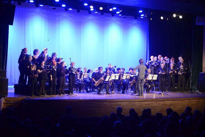 Apresentação do Coral da CAA e OAB Paraná com canções do Rei Leão encantou o público