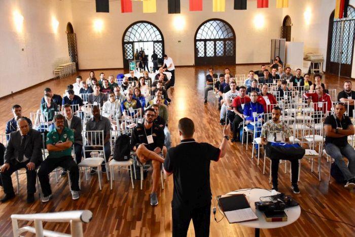 CREF9/PR e Federação de Basketeball promovem workshop com técnico Gustavo de Conti