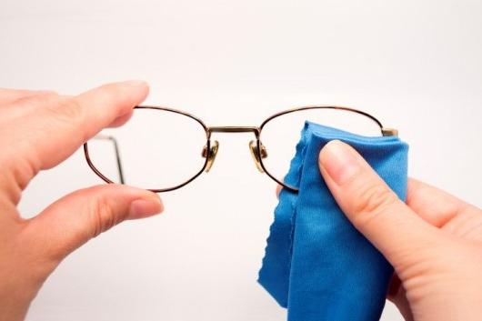 Cuidado adequado prolonga vida útil dos seus óculos