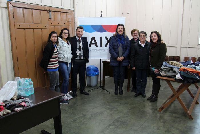 Famílias recebem doações arrecadadas na Campanha do Agasalho 2018 da CAA/PR