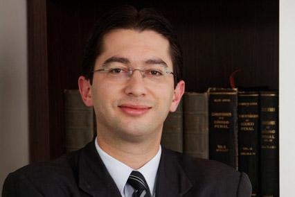 Cumprimento da pena criminal após decisão de segunda instância: argumentos jurídicos x política criminal populista