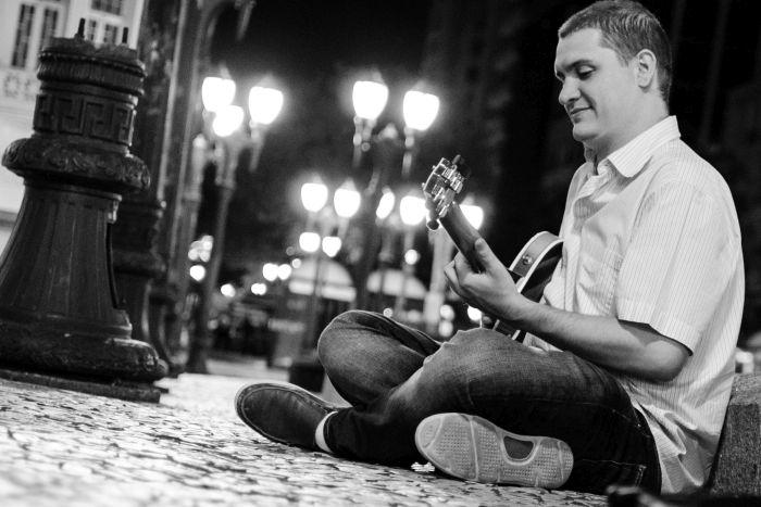 Emmanuel Bach lança novo álbum no dia 28 de novembro, em Curitiba
