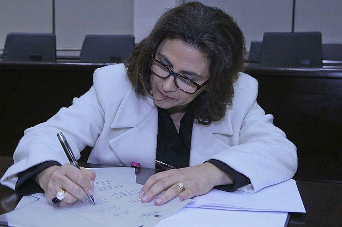 """Secretária-geral da CAA-PR assina acordo da Rede """"Escuta-cidadã"""" em nome da OAB"""