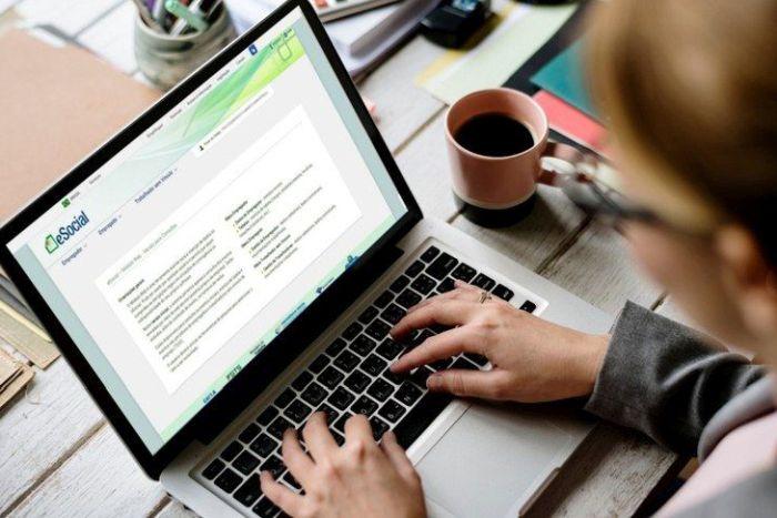 eSocial: A menos de um mês do fim do prazo, empresas ainda encontram dificuldade para se adaptar