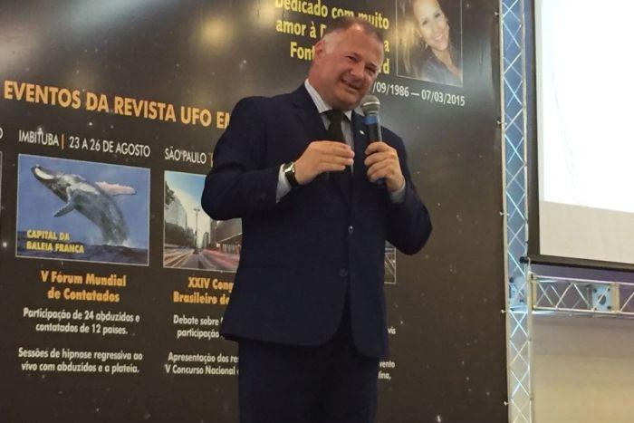 Ufólogo apresenta informações o sobre diplomacia cósmica