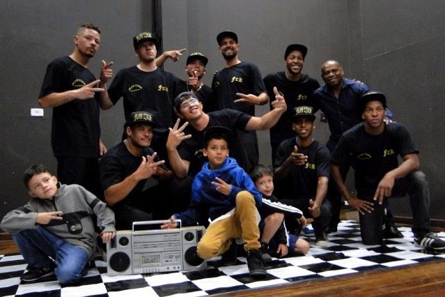 Finalista de Prêmio Arte Paraná faz sucesso em apresentação de dança de hip hop