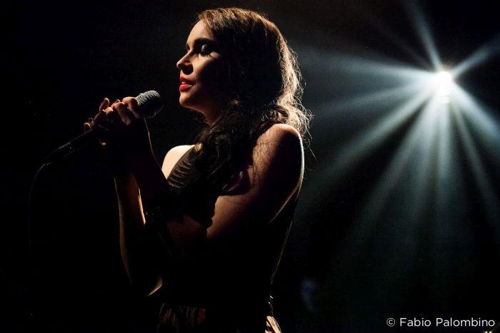 Fran Rosas apresenta show de lançamento do novo álbum em Curitiba