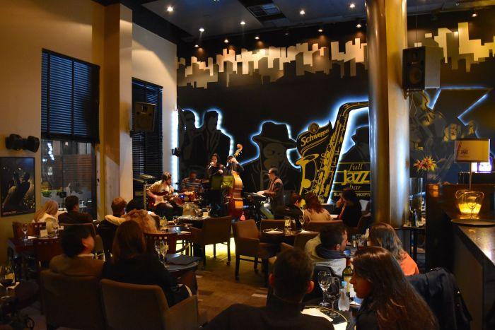 O melhor lugar de Curitiba para ouvir jazz acompanhado de ótima gastronomia