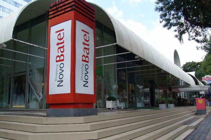 Shopping Novo Batel apresenta a decoração de Natal marcada por cores e luzes