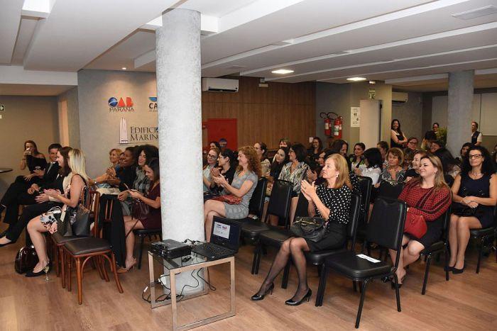 """CAA abre exposição """"Tributo às mulheres que inspiram"""""""