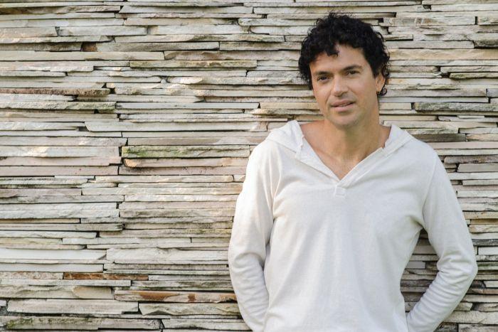Jorge Vercillo faz pocket show gratuito no Shopping Curitiba