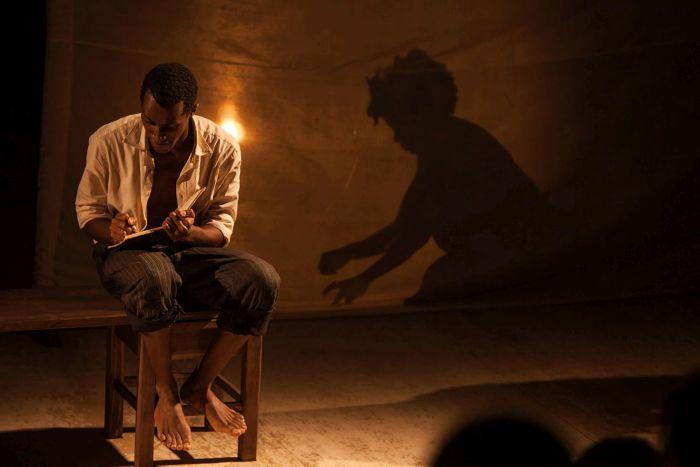 Caixa Cultural traz a Curitiba a peça Os Cadernos de Kindzu