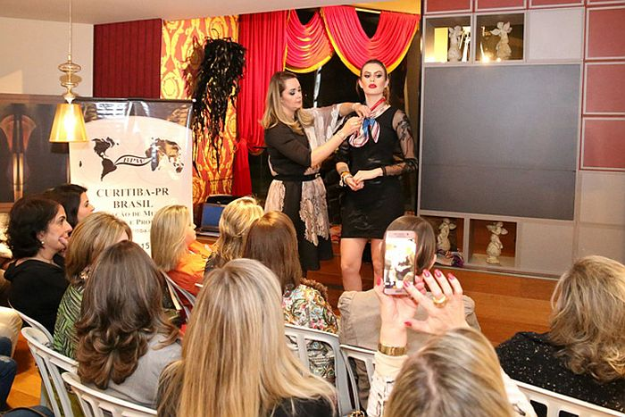 BPW Curitiba lança campanha para arrecadar lenços e ajudar mulheres com câncer