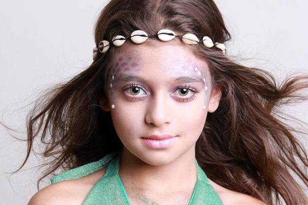 Aprenda a fazer uma maquiagem de sereia