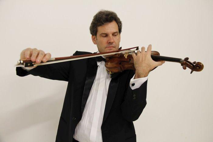 Caixa Cultural apresenta o violinista Alessandro Borgomanero em recital dedicado à música brasileira