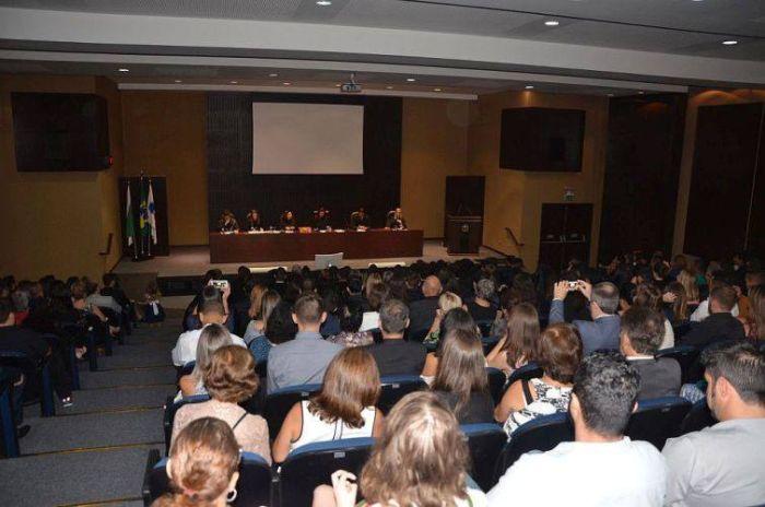 Compromisso coletivo de novos advogados contou com a presença da secretária-geral da CAA/PR