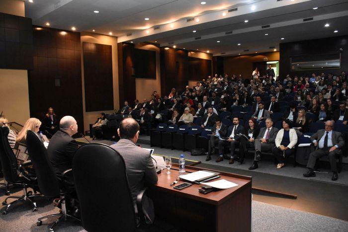 Medo ou omissão do servidor público marca debate de congresso paranaense de Direito Administrativo