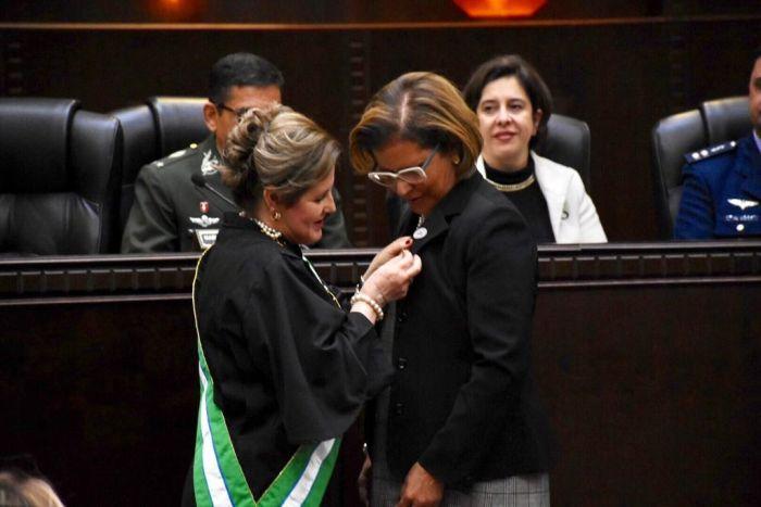 Procuradora do Paraná recebe medalha da Ordem do Mérito das Araucárias do TRT-PR