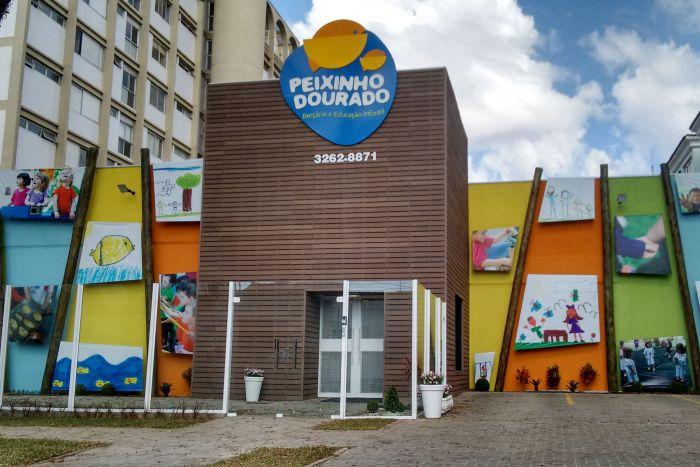 Peixinho Dourado completa 38 anos com fachada interativa