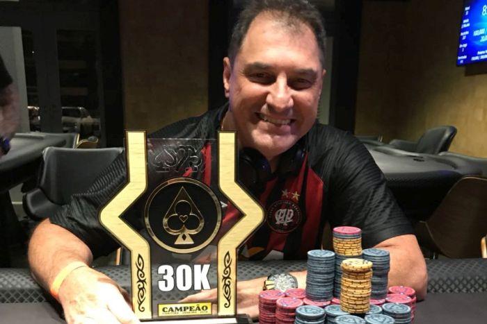 Empresário curitibano fatura R$ 10 mil em evento do Batel Poker Clube