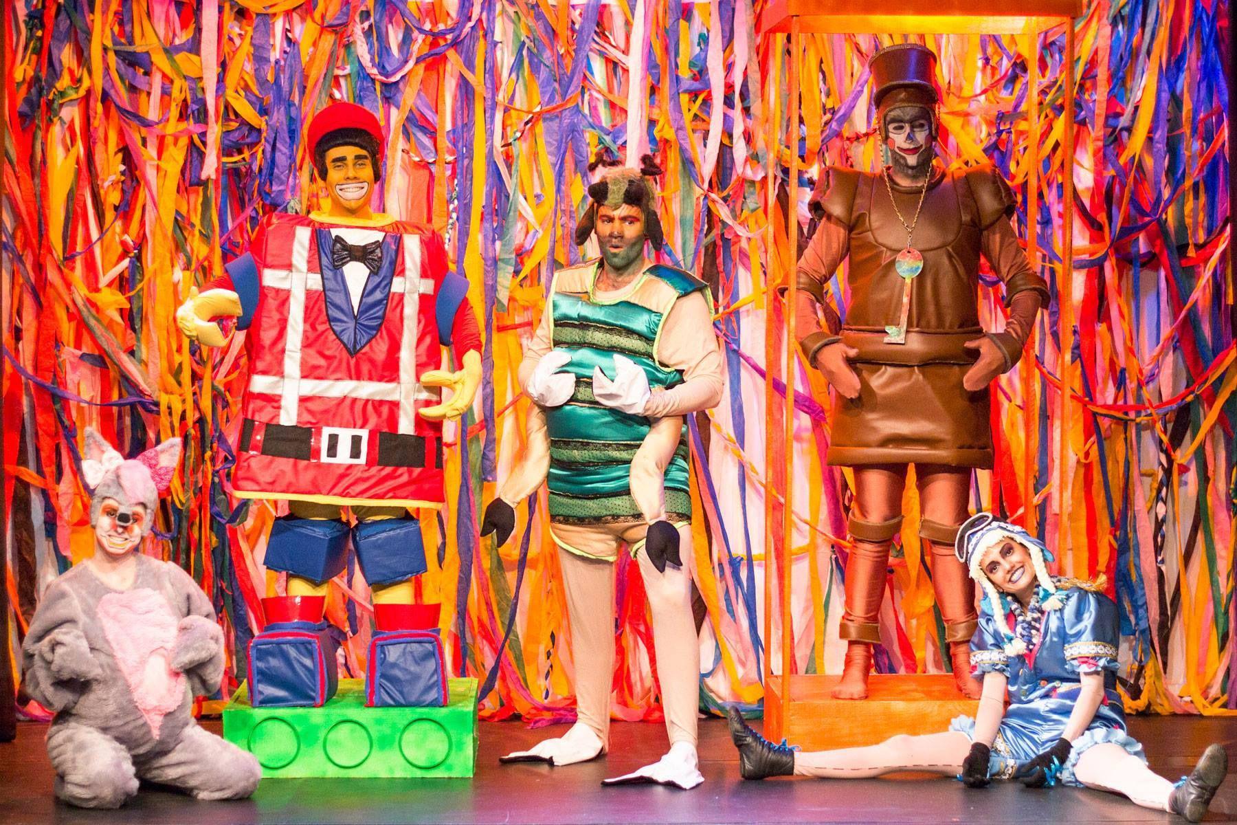 Domingo é dia de teatro no Shopping Novo Batel
